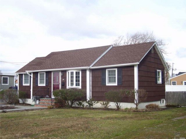 1 BR,  1.00 BTH  Ranch style home in Amityville